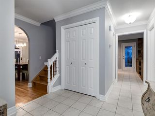 Photo 4: 211 Silvergrove Place NW in Calgary: Silver Springs Detached for sale : MLS®# A1042905