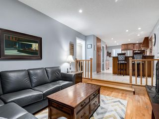 Photo 13: 211 Silvergrove Place NW in Calgary: Silver Springs Detached for sale : MLS®# A1042905