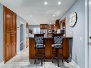 Photo 5: 211 Silvergrove Place NW in Calgary: Silver Springs Detached for sale : MLS®# A1042905