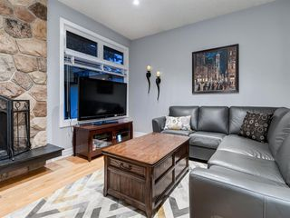 Photo 11: 211 Silvergrove Place NW in Calgary: Silver Springs Detached for sale : MLS®# A1042905