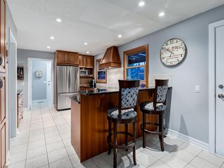 Photo 6: 211 Silvergrove Place NW in Calgary: Silver Springs Detached for sale : MLS®# A1042905