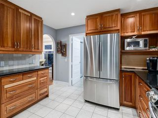 Photo 10: 211 Silvergrove Place NW in Calgary: Silver Springs Detached for sale : MLS®# A1042905