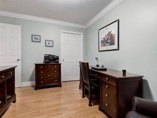 Photo 37: 211 Silvergrove Place NW in Calgary: Silver Springs Detached for sale : MLS®# A1042905