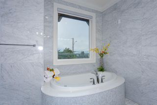 """Photo 29: 15765 PACIFIC Avenue: White Rock House for sale in """"White Rock"""" (South Surrey White Rock)  : MLS®# R2511495"""