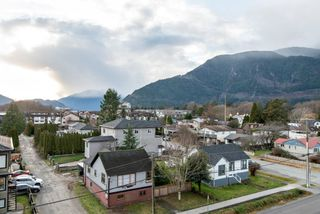 Photo 9: 503 38013 THIRD AVENUE in Squamish: Downtown SQ Condo for sale : MLS®# R2513106