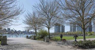 Photo 5: TH101 1383 MARINASIDE CRESCENT in Vancouver: Yaletown Townhouse for sale (Vancouver West)  : MLS®# R2260171