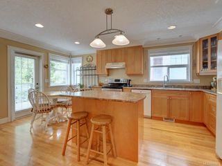 Photo 9: 564 Oliver St in Oak Bay: OB South Oak Bay House for sale : MLS®# 841071