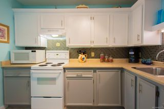 Photo 3: 303 4728 Uplands Dr in : Na Uplands Condo for sale (Nanaimo)  : MLS®# 862317