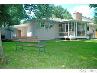 Photo 2: 63 Musgrove Street in Winnipeg: Charleswood Single Family Detached for sale (West Winnipeg)  : MLS®# 1416402