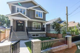 Photo 1: 2252 E 6TH AVENUE in Vancouver: Grandview VE House for sale (Vancouver East)  : MLS®# R2323778