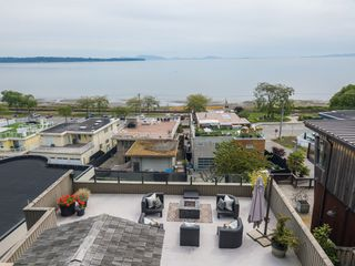 "Photo 33: 14616 WEST BEACH Avenue: White Rock House for sale in ""WHITE ROCK"" (South Surrey White Rock)  : MLS®# R2408547"