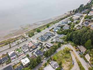 "Photo 39: 14616 WEST BEACH Avenue: White Rock House for sale in ""WHITE ROCK"" (South Surrey White Rock)  : MLS®# R2408547"