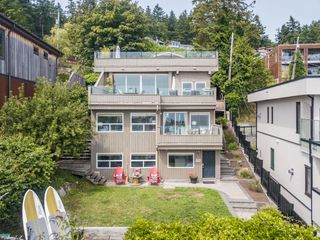 "Photo 35: 14616 WEST BEACH Avenue: White Rock House for sale in ""WHITE ROCK"" (South Surrey White Rock)  : MLS®# R2408547"
