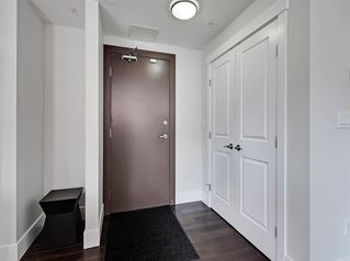 Photo 4: 303 735 2 Avenue SW in Calgary: Eau Claire Apartment for sale : MLS®# A1012643
