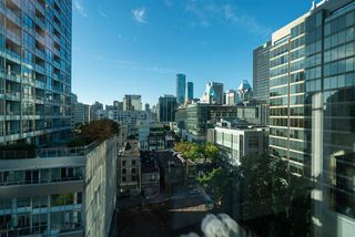 """Photo 16: 1002 822 SEYMOUR Street in Vancouver: Downtown VW Condo for sale in """"L'Aria"""" (Vancouver West)  : MLS®# R2507904"""