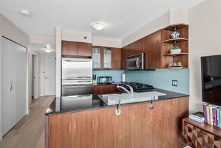 """Photo 10: 1002 822 SEYMOUR Street in Vancouver: Downtown VW Condo for sale in """"L'Aria"""" (Vancouver West)  : MLS®# R2507904"""