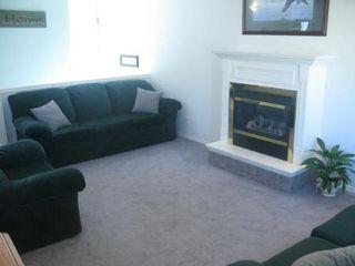 Photo 4: Beautiful 3 Bedroom Bi-Level