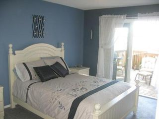 Photo 9: Beautiful 3 Bedroom Bi-Level