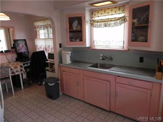 Photo 3: 555 Kenneth St in VICTORIA: SW Glanford Single Family Detached for sale (Saanich West)  : MLS®# 640377