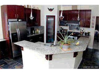 Photo 5: 4229 Oakview Pl in VICTORIA: SE Lambrick Park Single Family Detached for sale (Saanich East)  : MLS®# 305827