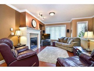 "Photo 2: 18 6238 192ND Street in Surrey: Cloverdale BC Townhouse for sale in ""BAKERVIEW TERRACE"" (Cloverdale)  : MLS®# F1420554"