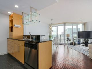 Photo 2: 3002 583 BEACH CRESCENT in Vancouver: Yaletown Condo for sale (Vancouver West)  : MLS®# R2043293