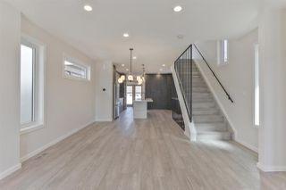 Photo 3: 7628 92 AV NW NW in Edmonton: Zone 18 House for sale : MLS®# E4152762