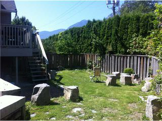 "Photo 2: 8 1700 MAMQUAM Road in Squamish: Garibaldi Estates Townhouse for sale in ""MOUNTAIN  MEWS"" : MLS®# V960536"