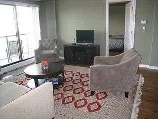 Photo 2: #801 10319 111 ST: Edmonton Condo for sale : MLS®# E3425906