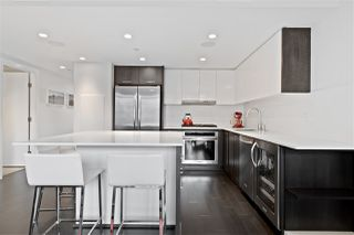 """Photo 1: 616 1372 SEYMOUR Street in Vancouver: Downtown VW Condo for sale in """"The Mark"""" (Vancouver West)  : MLS®# R2431692"""