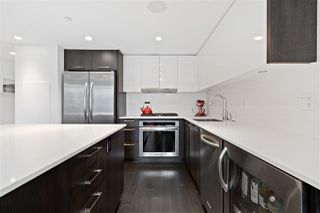 """Photo 3: 616 1372 SEYMOUR Street in Vancouver: Downtown VW Condo for sale in """"The Mark"""" (Vancouver West)  : MLS®# R2431692"""