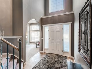Photo 3: 233 Edgevalley Way NW in Calgary: Edgemont Detached for sale : MLS®# A1055738