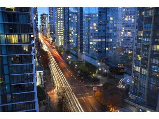 Photo 9: 1209 1333 W GEORGIA Street in Vancouver: Coal Harbour Condo for sale (Vancouver West)  : MLS®# V930303