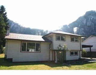 Photo 1: 38074 WESTWAY AV in Squamish: Valleycliffe House for sale : MLS®# V552985