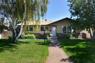 Photo 1: 438 ASTORIA CR SE in Calgary: Acadia House for sale : MLS®# C4278837