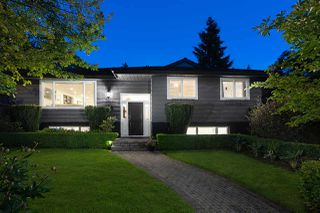 Main Photo: 425 SILVERDALE Place in North Vancouver: Upper Delbrook House for sale : MLS®# R2459387