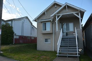 Photo 2: 493 E KING EDWARD AVENUE in Vancouver: Fraser VE House for sale (Vancouver East)  : MLS®# R2086975