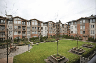 Photo 1: 209 2601 Whiteley Court in North Vancouver: Lynn Valley Condo for sale : MLS®# R2112893
