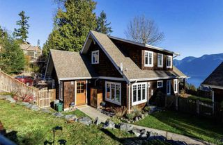 Main Photo: 961 Seaview Place in Bowen Island: Cates Hill House for sale : MLS®# R2324124