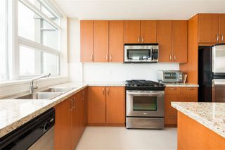 Photo 5: 903 9188 UNIVERSITY Crescent in Burnaby: Simon Fraser Univer. Condo for sale (Burnaby North)  : MLS®# R2392857
