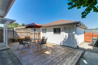 Photo 15: 5839 HARDWICK Street in Burnaby: Central BN House 1/2 Duplex for sale (Burnaby North)  : MLS®# R2393930