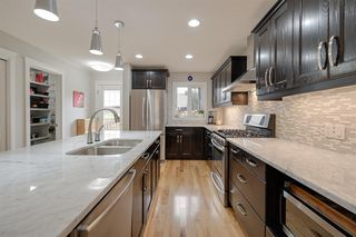 Photo 3: 10721 122 Street in Edmonton: Zone 07 House Half Duplex for sale : MLS®# E4172705