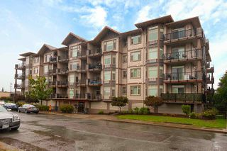 """Main Photo: 402 46021 SECOND Avenue in Chilliwack: Chilliwack E Young-Yale Condo for sale in """"THE CHARLESTON"""" : MLS®# R2406123"""