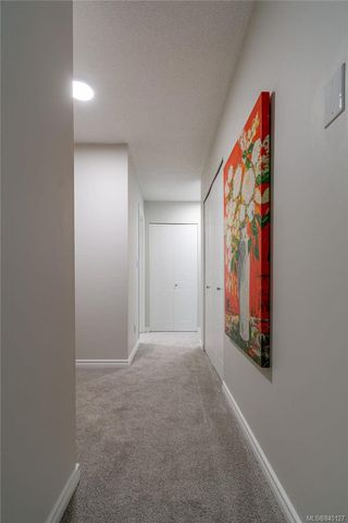 Photo 3: 201 420 Parry St in Victoria: Vi James Bay Condo Apartment for sale : MLS®# 845127
