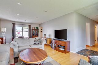 Photo 4: 712 MAPLETON Drive SE in Calgary: Maple Ridge Detached for sale : MLS®# A1018735