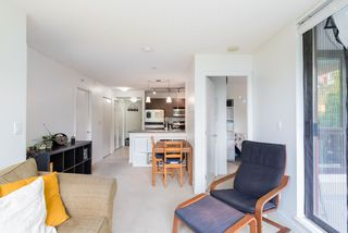 """Photo 7: 404 833 AGNES Street in New Westminster: Downtown NW Condo for sale in """"THE NEWS"""" : MLS®# R2487078"""