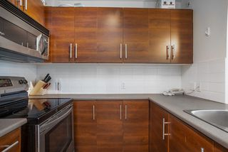 """Photo 2: 404 833 AGNES Street in New Westminster: Downtown NW Condo for sale in """"THE NEWS"""" : MLS®# R2487078"""