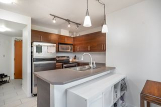 """Photo 3: 404 833 AGNES Street in New Westminster: Downtown NW Condo for sale in """"THE NEWS"""" : MLS®# R2487078"""