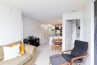 """Photo 6: 404 833 AGNES Street in New Westminster: Downtown NW Condo for sale in """"THE NEWS"""" : MLS®# R2487078"""