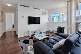 Photo 2: 1801 918 COOPERAGE WAY in Vancouver: Yaletown Condo for sale (Vancouver West)  : MLS®# R2502607